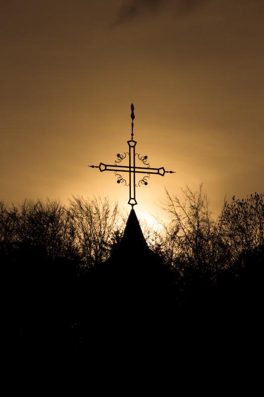 Kreuz an der Friedhofskapelle in Allfeld