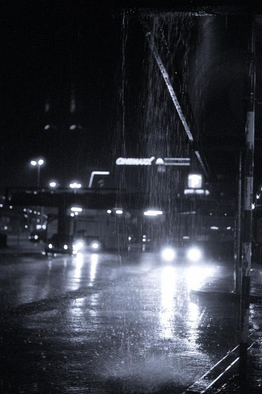 Unwetter in Hannover / thunderstorm at Hannover, Hannover Busbahnhof, 25. Juni 2006, 23:00 Uhr