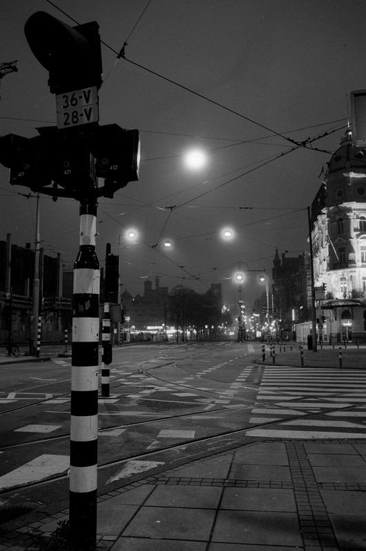 Damrak kurz nach Vier / Damrak shortly after 4 am, Amsterdam, 26. Juni 2006, etwa 4:50 Uhr