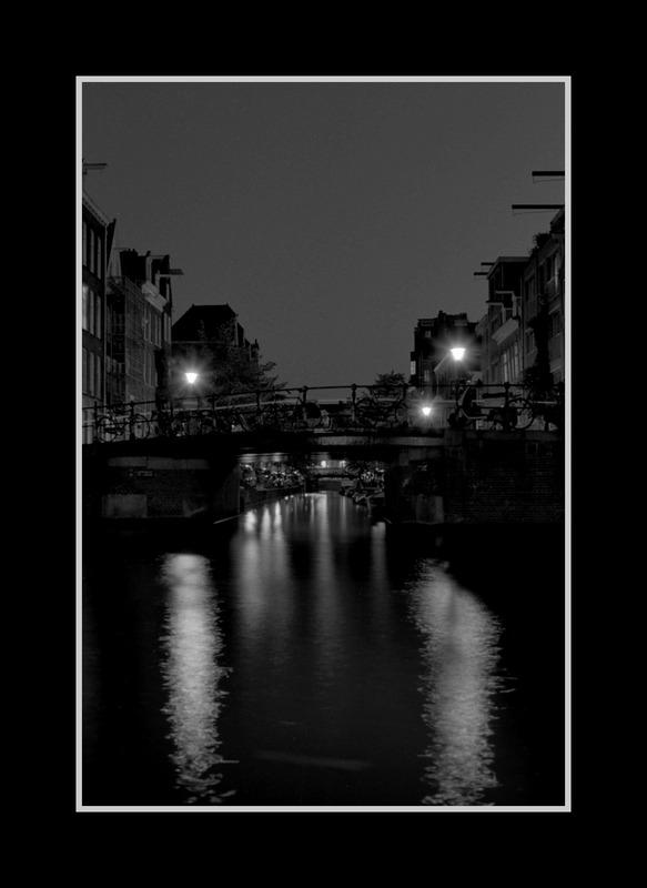 Brücken in Amsterdam bei Nacht