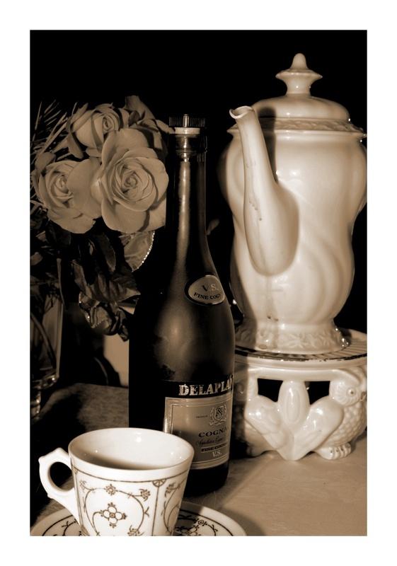 Stillleben mit Rosen, Kaffee und Cogniac