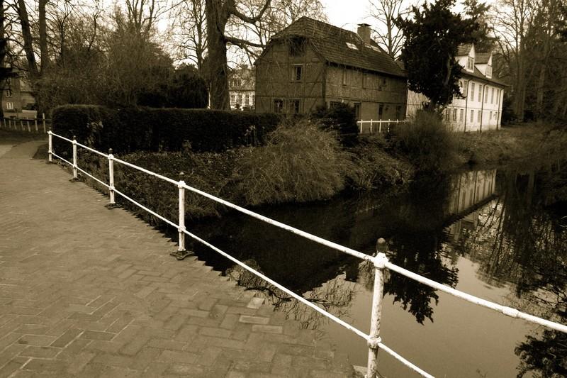 Häuser am Teich