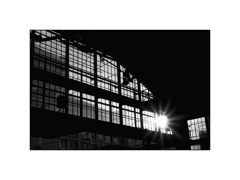 Sonne im Bahnhof Berlin Friedrichstrasse