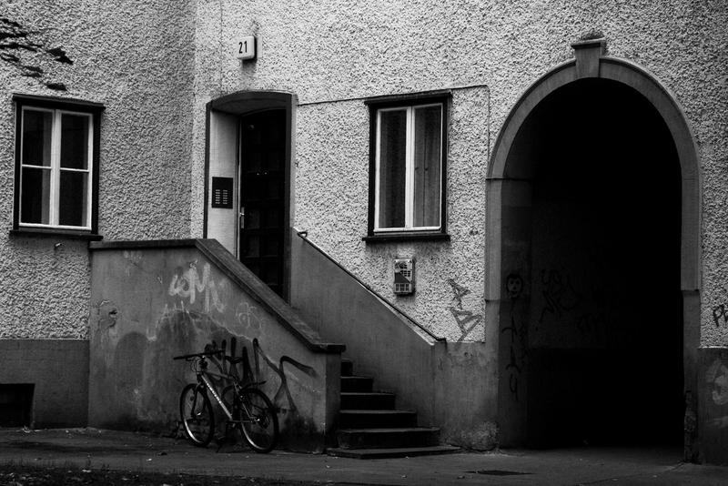 Fahrrad vor Hausnummer 21
