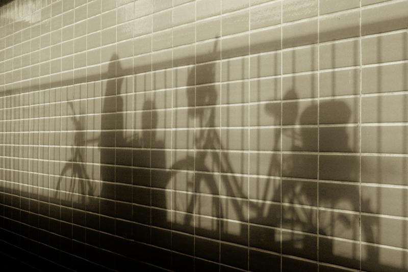 Schatten an der Wand des S-Bhf. Tiergarten