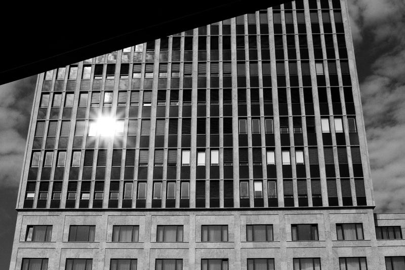 Sonnenreflexion am S-Bahnhof Tiergarten